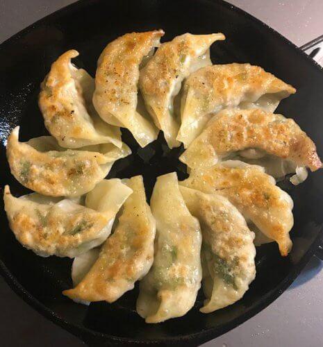 パクチーファラン(ムイ・タウ)で餃子作り