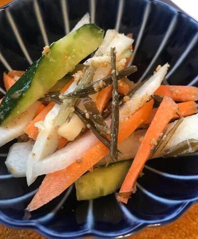 ぬか漬けの野菜を切って和えるだけ!  栄養価も高い簡単サラダ